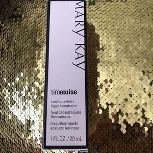 Mary Kay Liquid Foundation Luminous-Wear Ivory 4